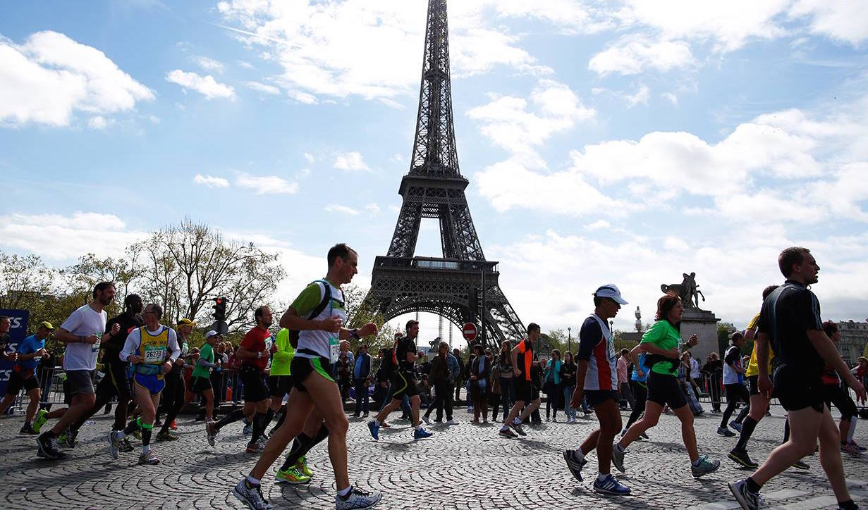 paris-marathon-review-eiffel-tower1